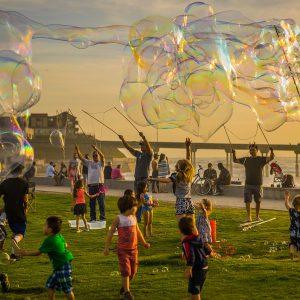 Zabawy na urodziny, czyli co zaproponować dzieciom, aby podczas przyjęcia się nie nudziły